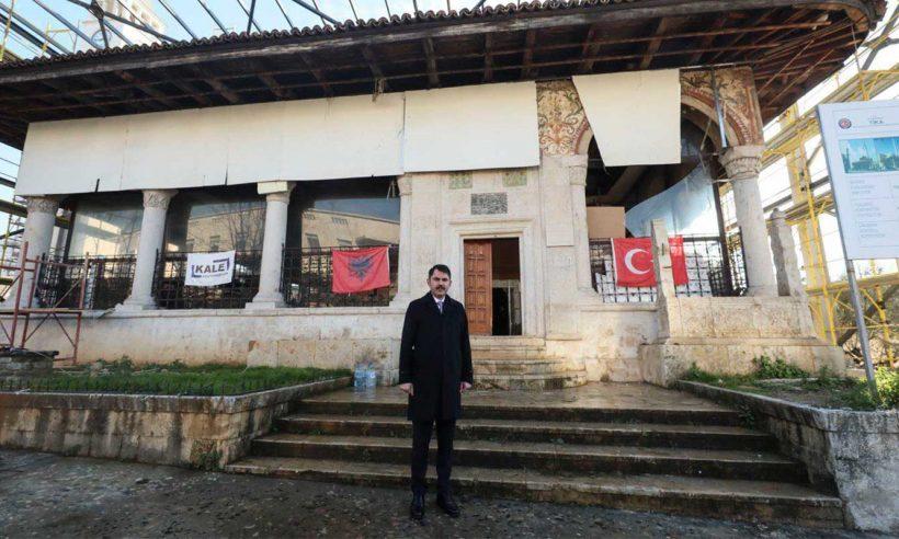 Bakan Kurum, TİKA'nın restore ettiği camiyi ziyaret etti