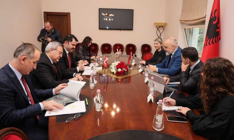 Arnavutluk'ta inşa edilecek 500 afet konutunun protokolü imzalandı