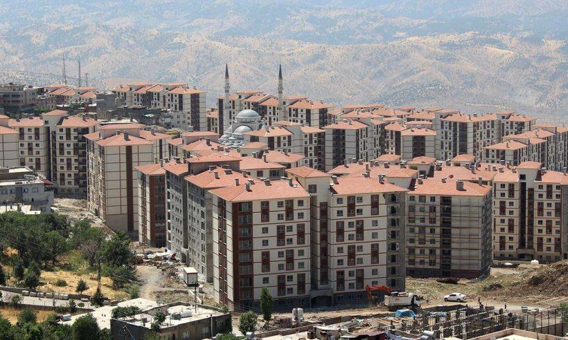 Şırnak'ta terör mağduru aileler evlerine kavuştu