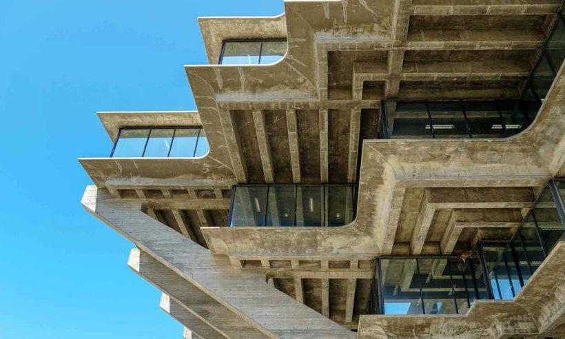 Brütalist mimaride anıtsal etki