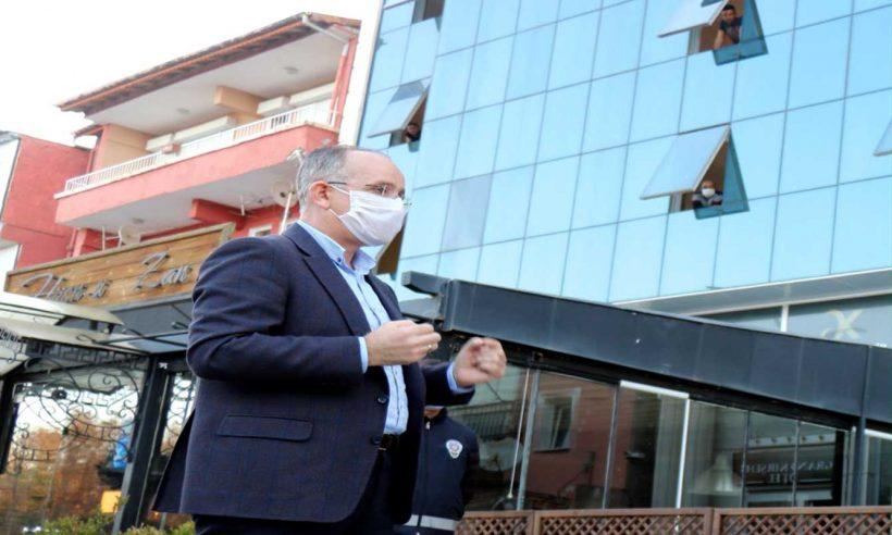 TOKİ Başkanı Bulut, karantinadaki işçileri ziyaret etti