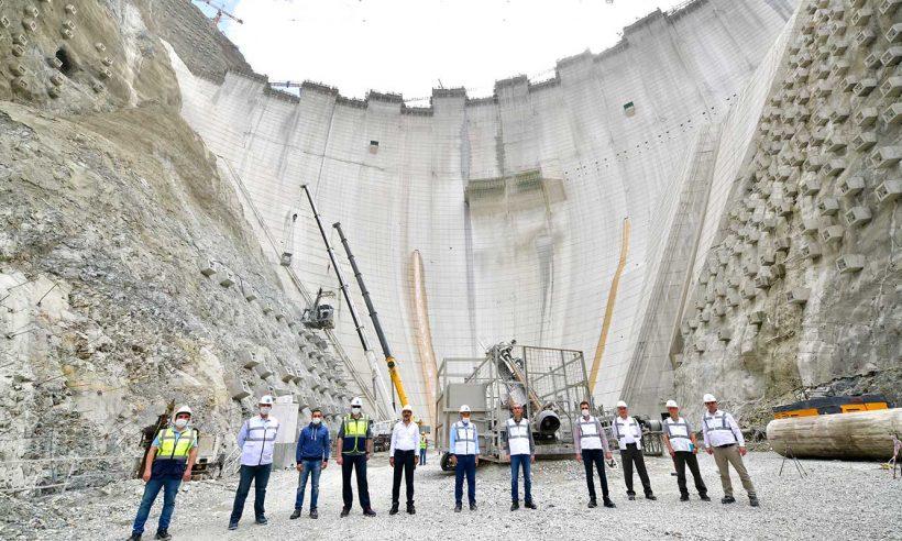 En yüksek barajda elektrik üretimi 2021'de başlayacak