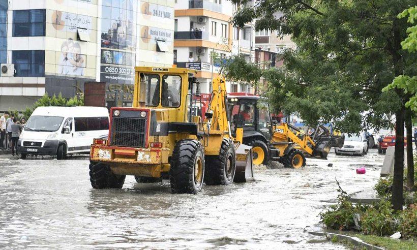 İstanbul'daki afetin ardından hasar tespit çalışmaları başladı
