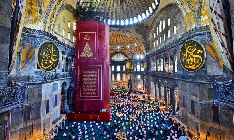 Ayasofya 86 yıl sonra kılınan cuma namazıyla ibadete açıldı