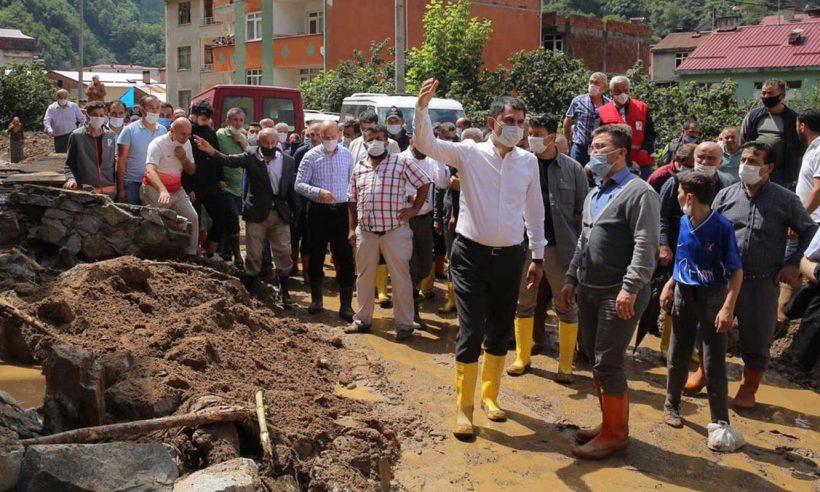 Bakan Kurum, Giresun'daki sel bölgesinde incelemelerde bulundu