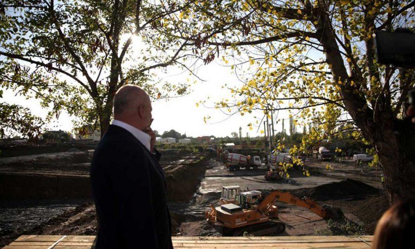 Arnavutluk Başbakanı, Türkiye tarafından inşa edilecek konut bölgesini ziyaret etti