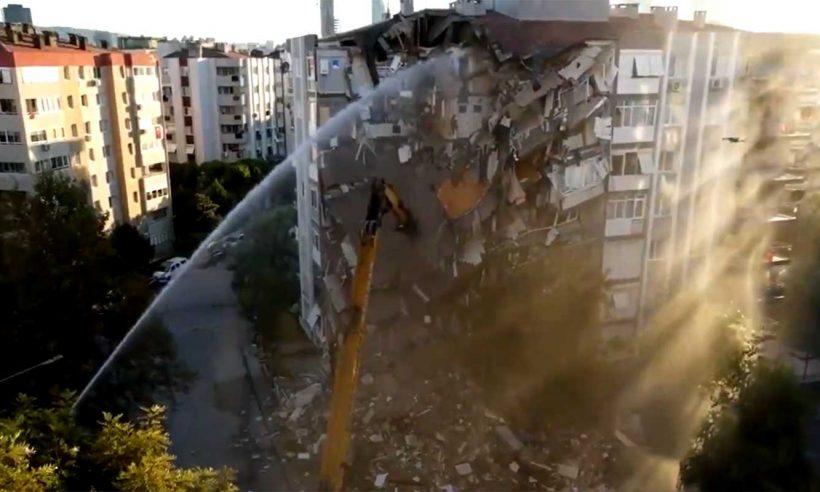 İzmir'de acil yıkılacak 67 binanın yıkımı tamamlandı