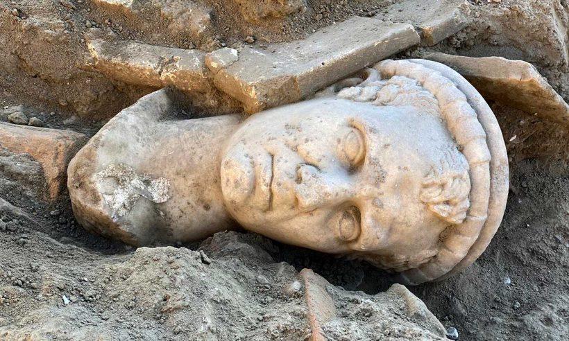 Laodikya'da 20 asırlık portre bulundu