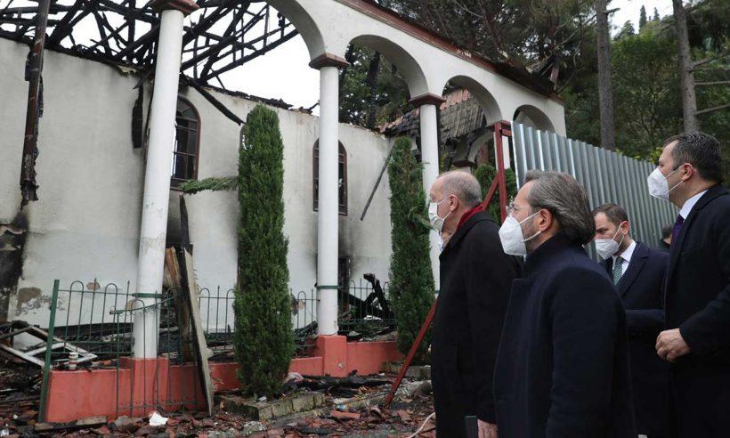 Erdoğan, yangında zarar gören Vaniköy Camisi'nde incelemede bulundu