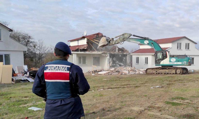 Korunan alanlardaki 688 kaçak yapı yıkıldı