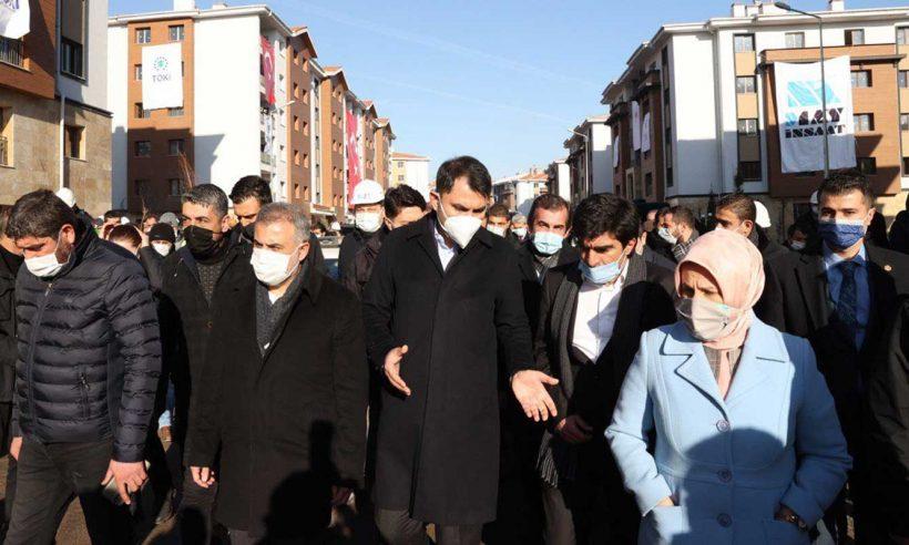 Bakan Kurum, depremin yıldönümünde Elazığ'ı ziyaret etti