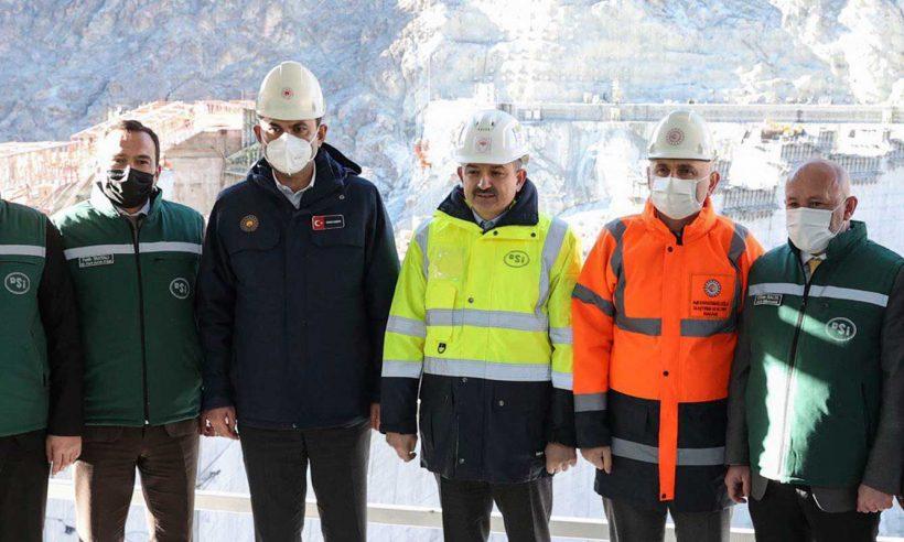 Üç bakan Yusufeli Barajı'ndaki çalışmaları inceledi