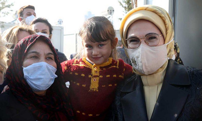 İzmir'de depremzedelere ziyaret