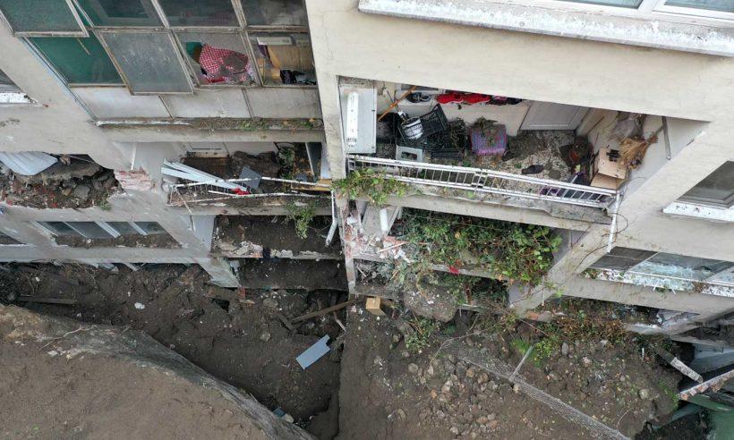 Bursa'daki heyelanın ardından boşaltılan 7 bina inceleniyor