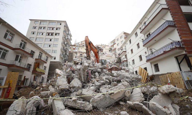 Açelya Apartmanı çevresindeki yıkım çalışmaları bayrama kadar tamamlanacak