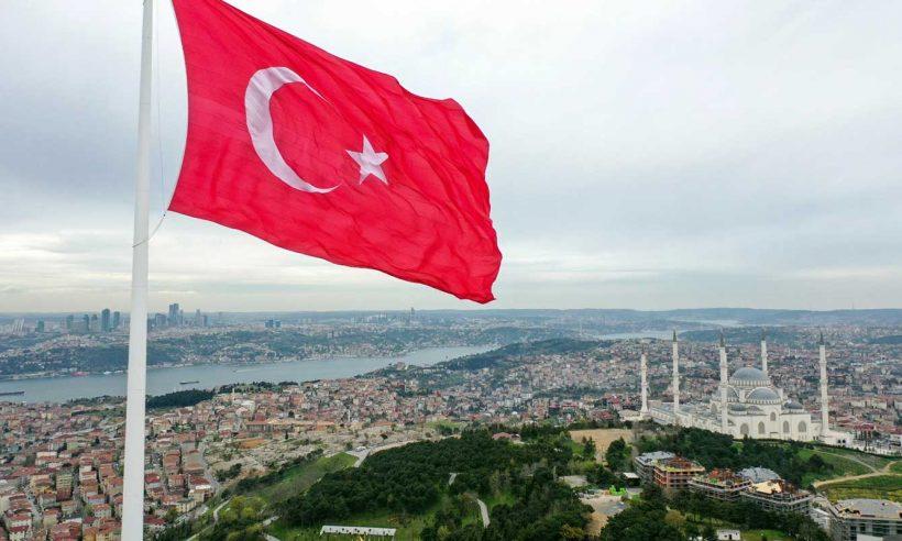 Çamlıca Tepesi'ne 111 metrelik bayrak direği