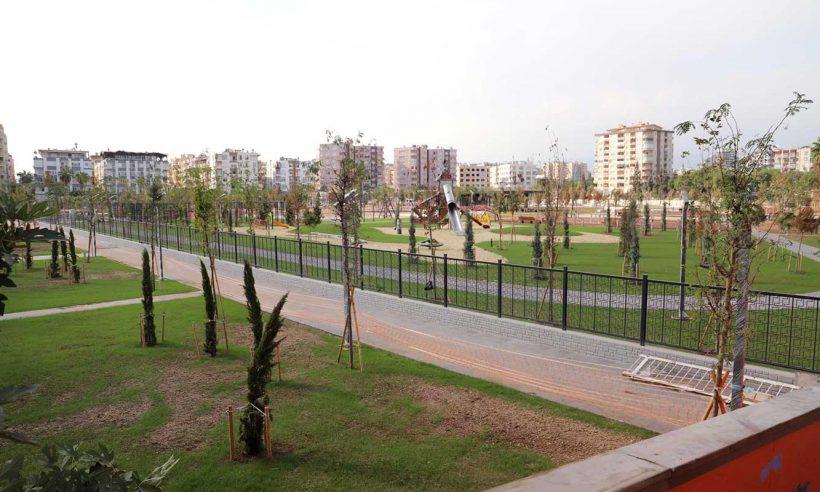 Mersin'in deniz manzaralı millet bahçesinde sona doğru