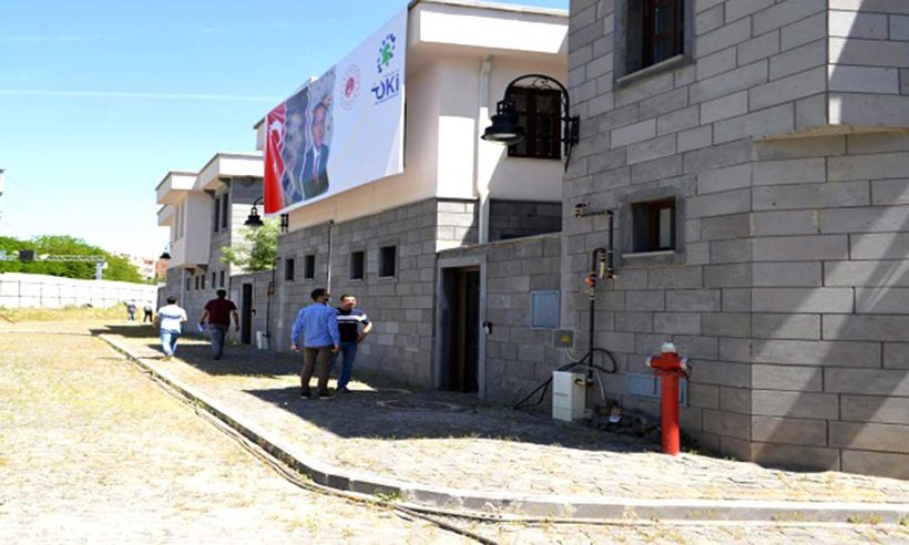 Diyarbakır Sur'da inşa edilen yapılar hak sahiplerine teslim ediliyor
