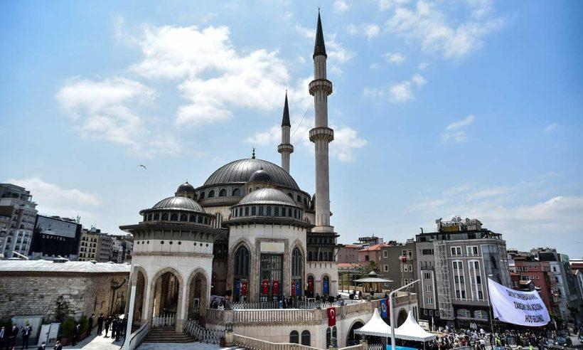 Taksim'de inşa edilen cami ibadete açıldı