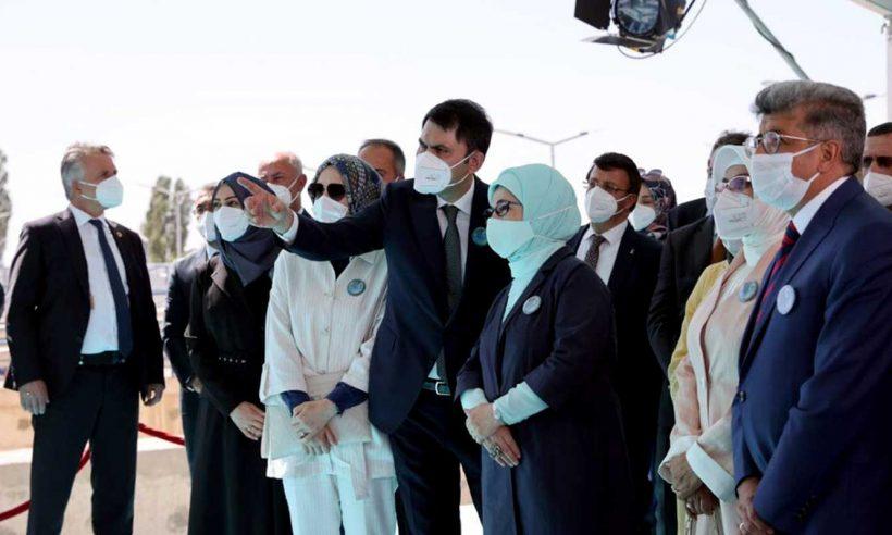 Emine Erdoğan ve Bakan Kurum Van'daki arıtma tesisini gezdi