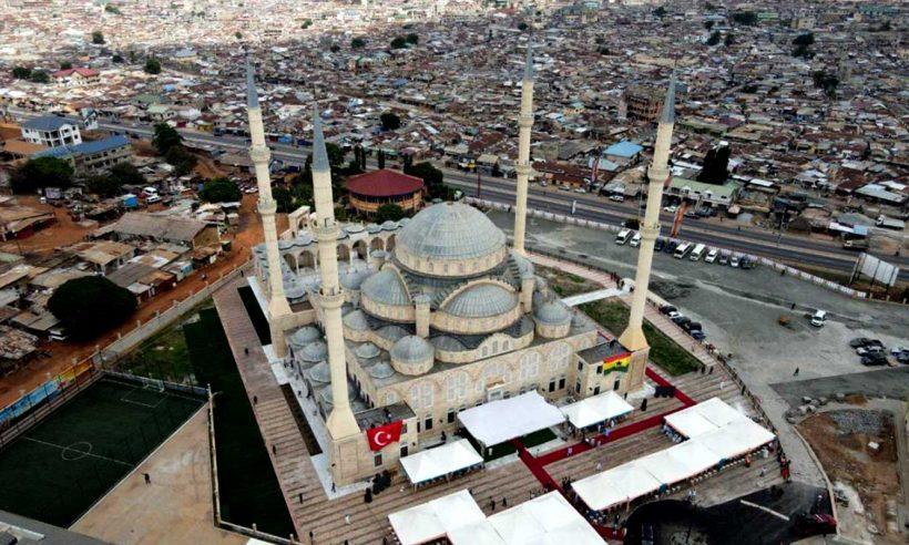 Gana Millet Cami ibadete açıldı
