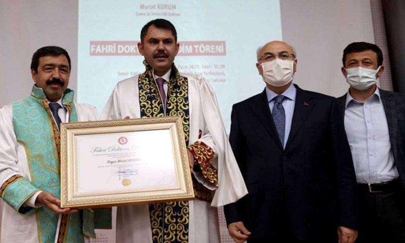 Bakan Kurum'a fahri doktora unvanı